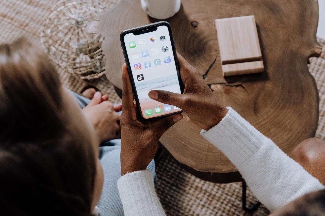 Sustentabilidade: compras éticas facilitadas com esses 3 aplicativos (Foto de cottonbro no Pexels)